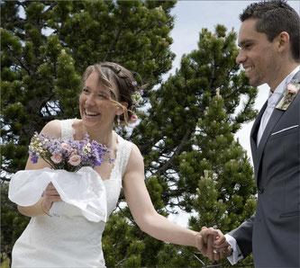 Alliance ajustée avec bague de fiançailles - or blanc martelé - Nelly Chemin