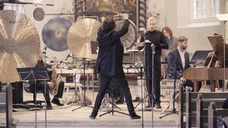 Der Komponist Peter Heeren und weitere Akteure bei der Uraufführung in Glückstadt