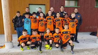 Les U13 et leur coachs après la victoire face à la Vaudoise