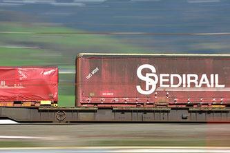 Güterverkehr (Blende 22, Brennweite 120mm, Verschlusszeit 1/13 Sek.)
