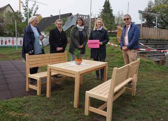 Auf dem Foto von links: Lucie Schweinfest, Eva-Maria Wühr, Tanja Kraus, Simone Prell-Kaatz und Stefan Schweinfest