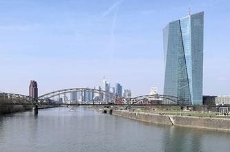Pendlerhauptstadt Frankfurt © dokfoto.de / Klaus Leitzbach