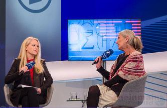 Evelyn Fischer im Gespräch © Friedhelm Herr/FRANKFURT MEDIEN.net