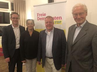 v.l.n.r.: Thorsten Baumgart, Silke Wehmeier (stellv. Kreisvorsitzende), Dr. Ulrich Klotz, Dr. Paul Gehring (FDP-Ehrenvorsitzender)