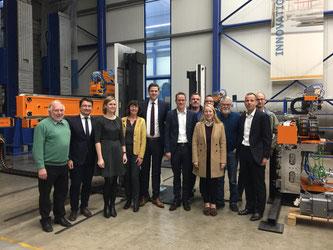 Vertreter der FDP mit dem Strothmann-Geschäftsführer Seffers (2. v.r.), sowie der kaufmännischen Leiterin Beckhoff (3. v.l.)
