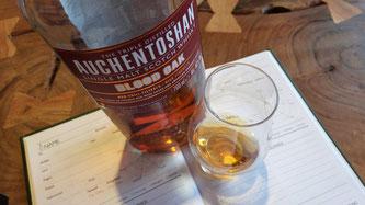 Auchentoshan Blood Oak Flache und Glas