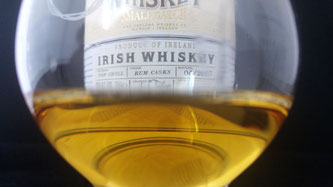 Teeling Small Batch Rum Casks Finish Label und im Glas