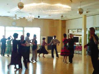 昨年のチャリティ社交ダンスパーティ