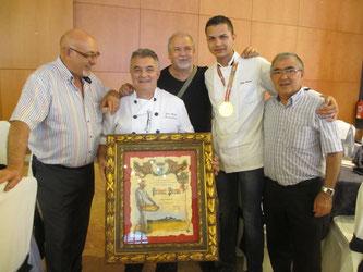 優勝したJulián García フリアン・ガルシア氏と助手の Luis Borda ルイス・ボルダ氏(写真提供:盛千夏さん@スペイン庶民生活)