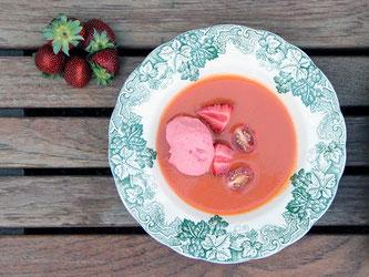 ピクアル種のエキストラ・バージン・オリーブオイルを使った、いちごのガスパチョ (Foto:Castillo de Canena@www.diariodegastronomia.com)
