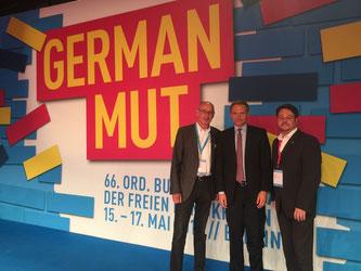 Hermann Ludewig (links) und Simon Liekam (rechts) mit dem Bundesvorsitzenden Christian Lindner