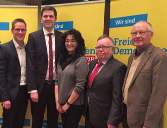 Zufrieden mit dem Parteitag zeigen sich (v.l.n.r.) der stellv. Kreisvorsitzende Thorsten Baumgart, Kreisvorsitzender Patrick Büker, stellv. kreisvorsitzende Silke Wehmeier, Schriftführer Eckhard Fuhrmann und Schatzmeister Ernst Sebbel.