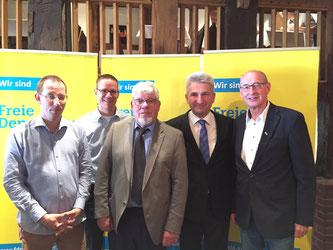 V.l.n.r.: Dirk Stockamp (Stadtverband GT), Thorsten Baumgart (stellv. Kreisvorsitzender), Peter Manuth, Prof. Dr. Pinkwart und Hermann Ludewig (Kreisvorsitzender)