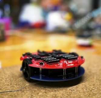 der aufgebaute tibo Roboterbausatz fertig zum Beschalten
