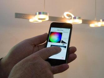 Das Licht im Haus mit dem Handy steuern: Was vor ein paar Jahren noch undenkbar war, kann im Neubau bald schon Standard sein. Foto: Tobias Hase