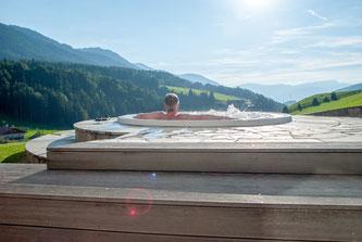 Erfüllen Sie sich den Traum vom eigenen Whirlpool – ganz easy. Foto: Fotolia.com