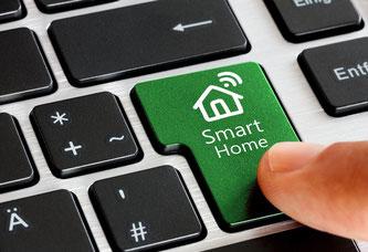 Unterwegs zu Hause: Die Steuerung per SmartHome wird auch in der breiten Masse immer gefragter. Foto: Fotolia.com