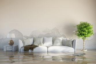 Ein Starkregen kann schwere Überschwemmungen verursachen. Für Schäden an den Gebäuden kommt dann eine Elementarschadenversicherung auf. Foto: Fotolia.com