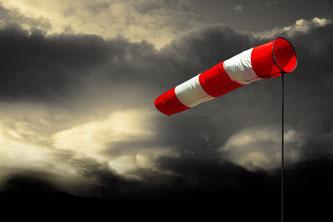 Erst ab Windstärke 8 werden Schäden am Haus von der Versicherung übernommen. Foto: Fotolia.com