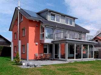 Große Wirkung: Nach der Sanierung braucht dieses Einfamilienhaus 91 Prozent weniger Energie. Foto: Deutsche Energie-Agentur dena/Thomas Dix