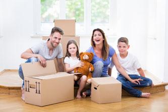 Keine Pflicht aber empfehlenswert: Idealerweise gehen Mieter und Vermieter gemeinsam durch die Wohnung und fertigen ein Übergabeprotokoll an. Foto: Fotolia.com