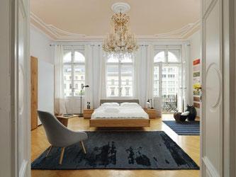 Ein Schlafzimmer nicht zum Verstecken, sondern zum Vorzeigen: So inszeniert zum Beispiel Team 7 aktuell seine Möbel für den Ruheraum. Foto: Team 7