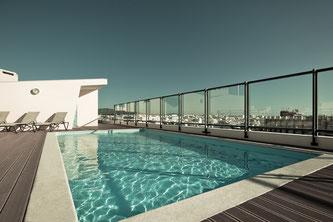 Wer sein Flachdach begrünen will, muss bei der Planung eine geeignete Tragfähigkeit berücksichtigen. Foto: Fotolia.com