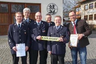 Foto: A.Kemnitzer v.l. 2.Kdt Stefan Suffa, KBI Stefan Zapf, 1.Kdt Helmut Geßlein, KBR Manfred Lorenz, Günther Schmidt, 1.Bgm Markus Mönch