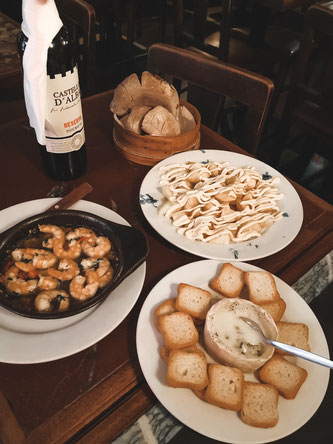 Patatas allioli, Gambas und Pan con queso