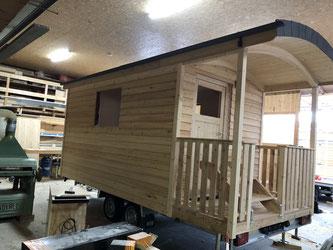 Dieser Zirkuswagen mit Veranda wird bald als Ersatz dienen, wenn das Infozentrum im Europareservat Unterer Inn umgebaut wird.