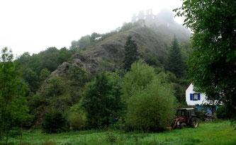 Burgruine Falkenstein im Nebel
