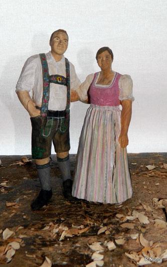 Brautpaar Skulptur in Tracht