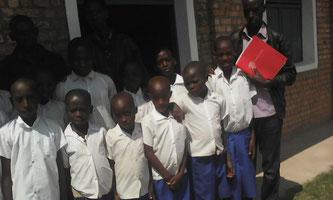 Schülerinnen und Schüler aus dem Projekt an ihrem 1. Schultag