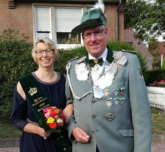 Schützenkönig Heiner Balshüsemann mit seiner Königin Claudia Leimann von der Bruderschaft St. Mauritz-Erpho.