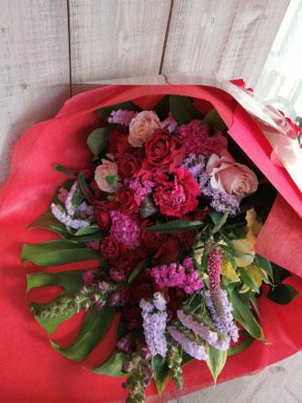 場所:渋谷区恵比寿南  イメージ:赤系  用途:誕生日御祝い 花束