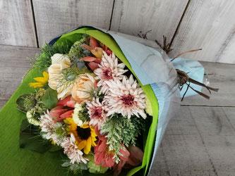 中目黒駅前のレストランにお届けの送別用の花束