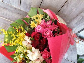 渋谷区南平台にお届けしたスタッフの結婚御祝い。サプライズな花束。
