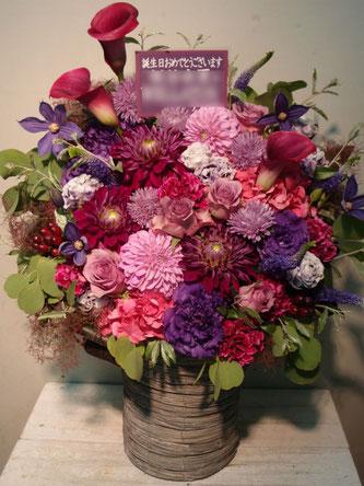 板谷由夏様宛、紫系アレンジメントフラワー。