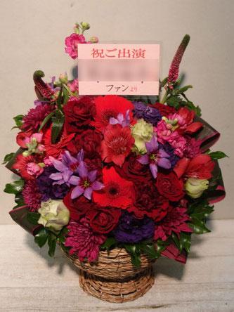 アレンジメント 贈先:岡田地平様宛  場所:新宿LIVE FREAK  イメージ:赤、紫  用途:楽屋御見舞