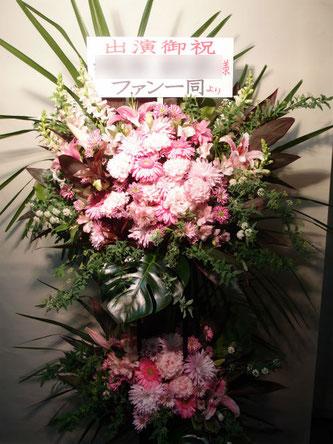 場所:千本桜ホール  イメージ:おまかせ、おすすめ  用途:公演ロビー花  その他:スタンド花2段
