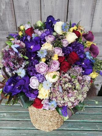 贈先:個人宅様宛  場所:杉並区  イメージ:男性、紫  古希誕生日御祝にお届けした豪華なアレンジメント