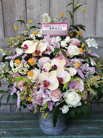 清野菜名様宛(港区東麻布)華やかに  結婚御祝のアレンジメントフラワー