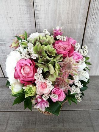 目黒区東山にお届けした結婚記念日のアレンジメントフラワー