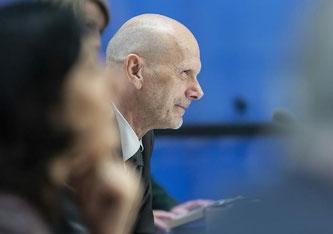 Daniel Koch an der Medienkonferenz (Bildquelle: SRF)