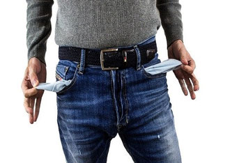 Abbildung 1: Wenn die eigenen Finanzen einem über den Kopf wachsen, kann eine Finanzsanierung dabei helfen, die Schulden neu zu organisieren. Bildquelle: @ derneuemann / Pixabay.com