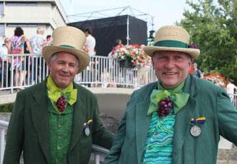Silbermedaillen beim Fête des Vignerons für Yvan Regamey (links) und Gérald Vallélian © Tous droits réservés - Vignobles de l'Etat