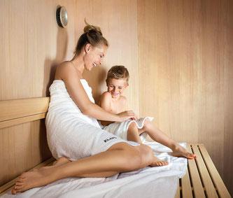 Das Saunabad hat bei Kindern den gleichen positiven Effekt wie bei den ›Grossen‹.  Bildquelle: obs/KLAFS GmbH & Co. KG