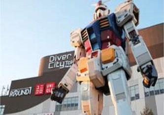 Das Modell eines Gundam-Roboters in Originalgröße in Odaiba, Tokio. (Foto: Thidarii / Shutterstock)