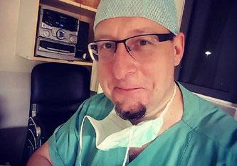 Dr. Daniel Schölz trifft ins Schwarze (Bildquelle: Facebook Daniel Schölz)