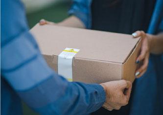 Abbildung 1: Der Rechnungskauf hat viele Vorteile - trotzdem sollten Verbraucher sich die Angebote genau anschauen. Bildquelle: @ Robe Box / Unsplash.com